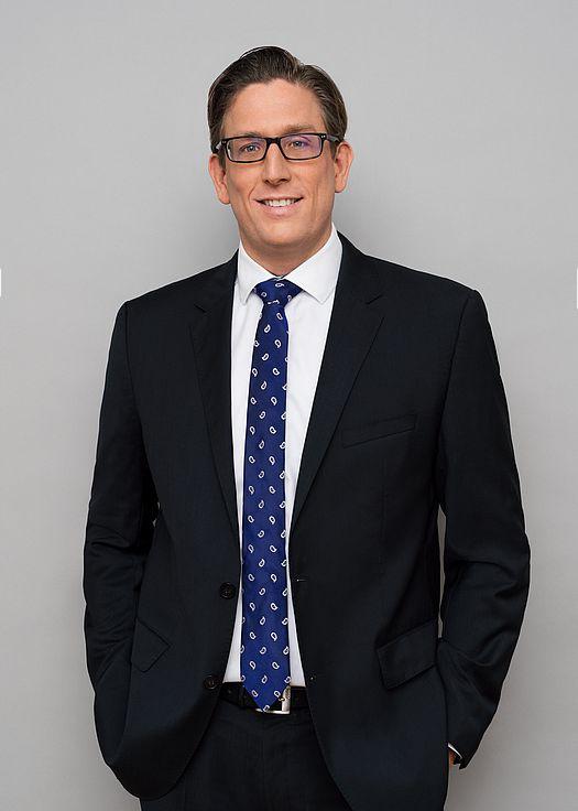 Dr. Dominik Woll
