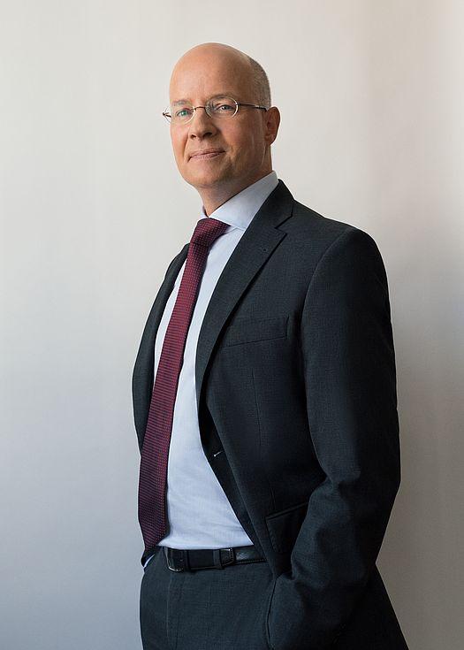 Dr. Henning Hartwig